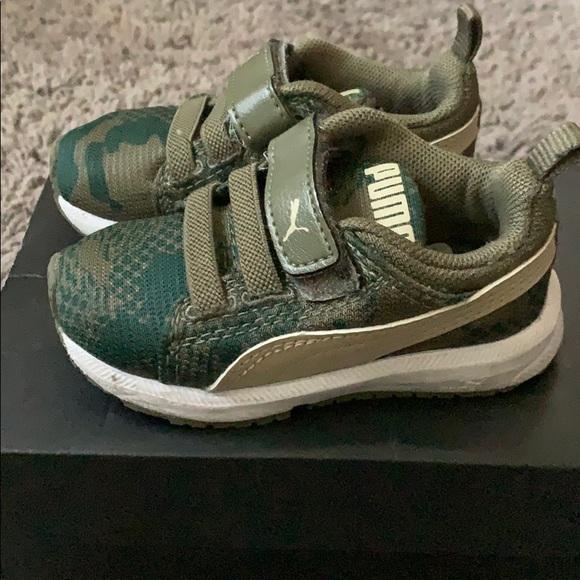 Toddler Puma Velcro sneakers